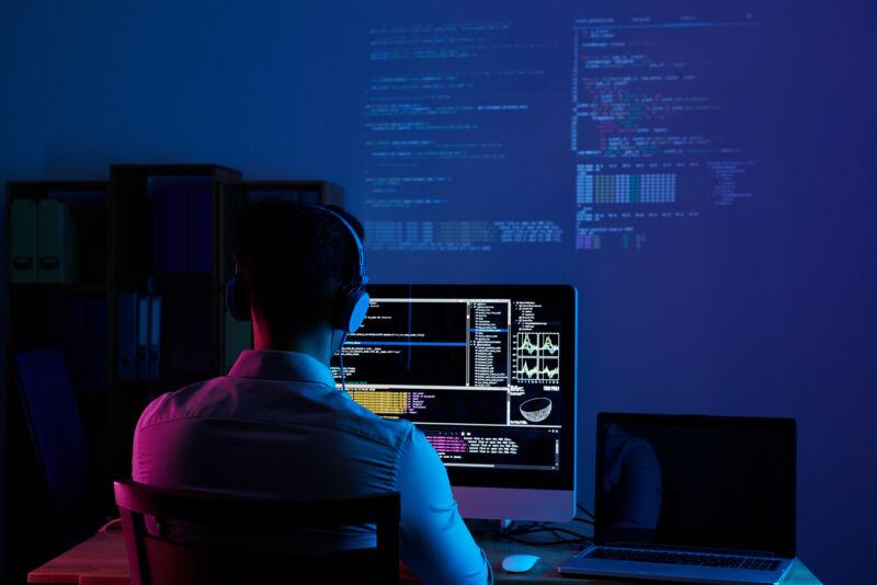 Working All Night Long - RGM Tecnologia da Informação