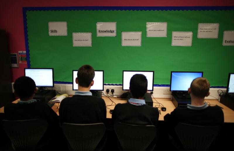 Daily Life At A Secondary School - RGM Tecnologia da Informação