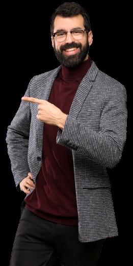 Homem Bonito Com Oculos Apontando Para O Lado Para Apresentar Um Produto 1368 34636 1 Removebg Preview - RGM Tecnologia da Informação